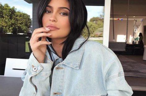 Snapchat value drops $1.3 billion after Kylie Jenner's tweet